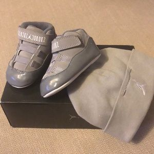 Infant Jordan classic sneakers barely used